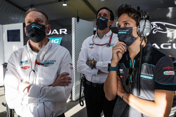 """Sacha Fenestraz es el """"tercer mosquetero"""" de Jaguar Racing"""