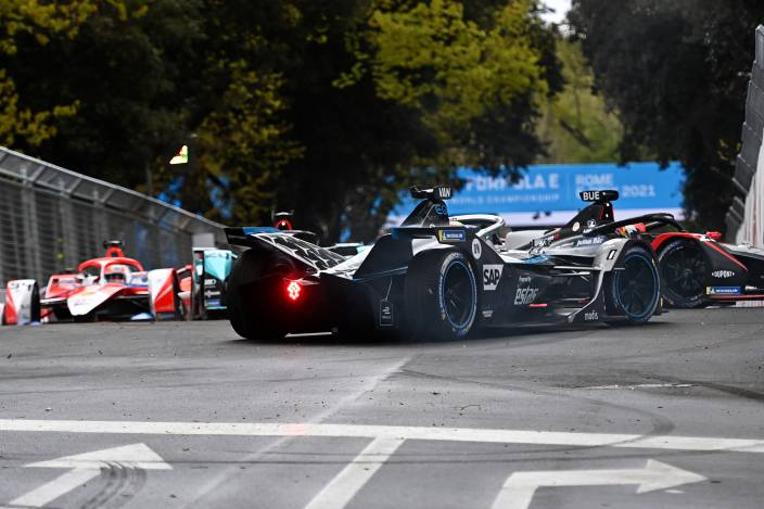 El ganador es Jean Eric Vergne (DS Techeetah), seguido por el inglés Sam Bird (Jaguar Racing) y su coequiper, el neozelandés, Mitch Evans (Jaguar Racing).