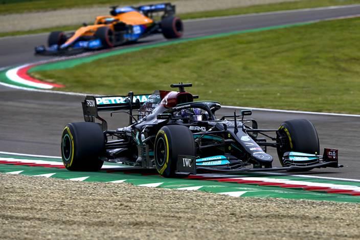 Domingo en Emilia Romaña – Mercedes: Hamilton salva un domingo negro