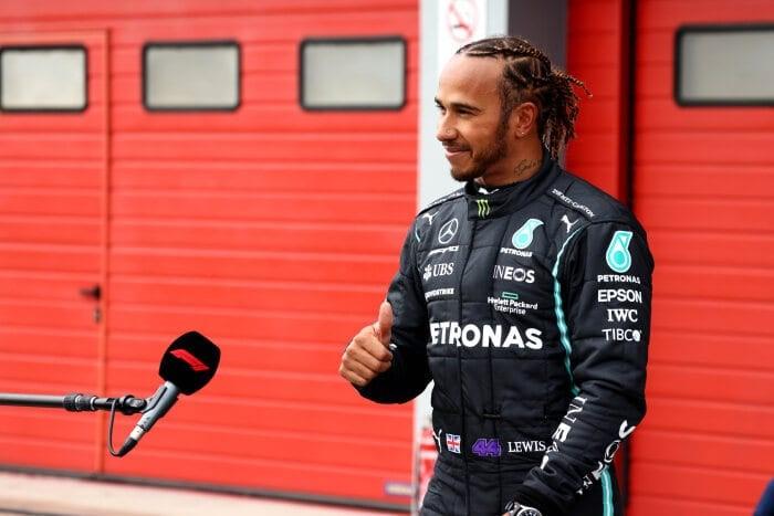Hamilton se solidariza con Russell tras las disculpas del piloto de Williams