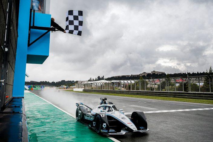 De Vries gana el #ValenciaEPrix en medio de un desastre energético