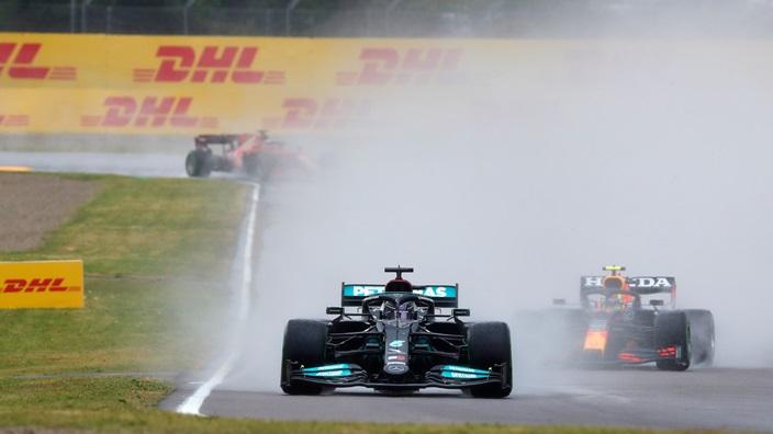 Red Bull no parará el desarrollo del RB16B si sigue la lucha con Mercedes