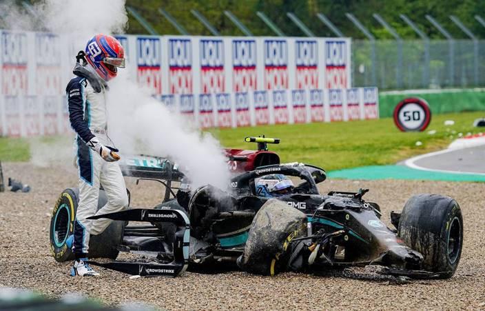 Russell se disculpará telefónicamente con Bottas tras su accidente en Imola