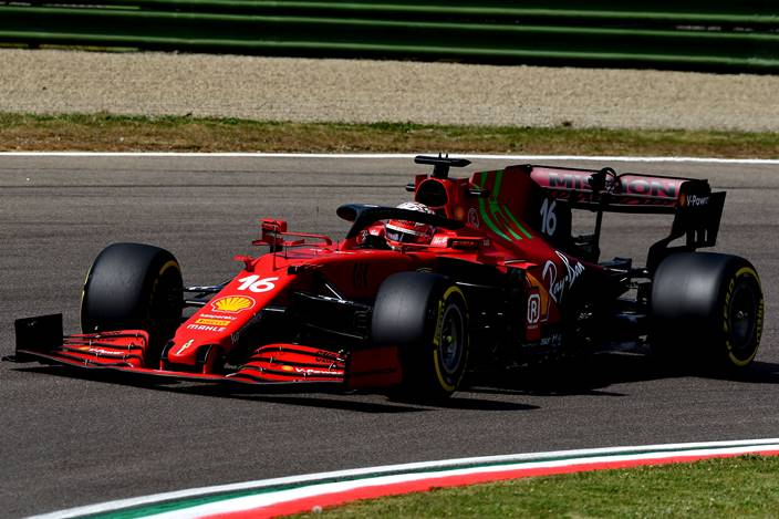 Sábado en Emilia Romaña – Ferrari: Leclerc se clasifica en P4 y Sainz se queda a las puertas de la Q3