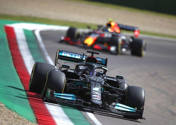 Viernes en Emilia Romaña – Mercedes mejora su ritmo