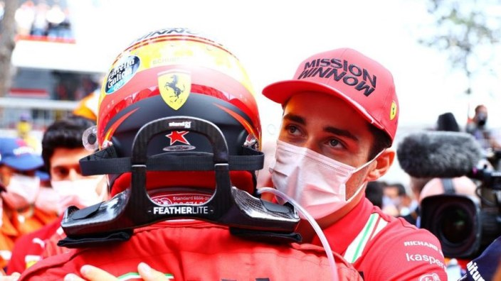 Binotto alaba a Leclerc por asistir al podio de Sainz