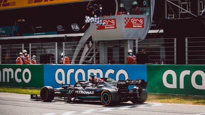 Domingo en España – Mercedes gana con Hamilton gracias a los errores de Red Bull