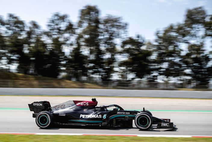 Hamilton lidera la FP2 para seguir con el dominio de Mercedes en Barcelona