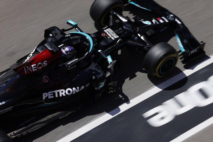 Lewis Hamilton se lleva una aplastante victoria en Portugal
