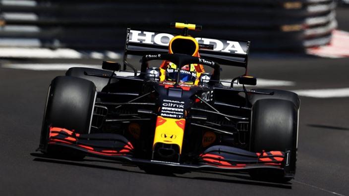 Pérez lidera la FP1 de Mónaco a la espera de los Mercedes y Verstappen; Sainz segundo