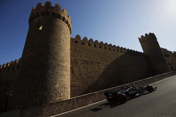 Sábado en Azerbaiyán – Mercedes y Hamilton recuperan terreno y partirán en 1ª fila
