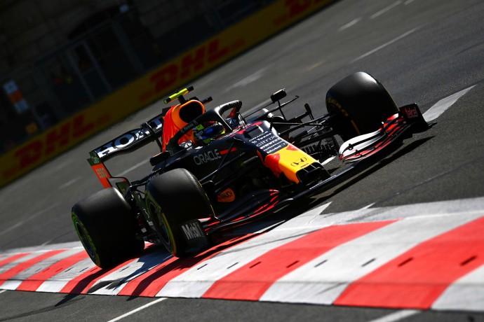 Viernes en Azerbaiyán – Red Bull: Max y checo alternan dominio