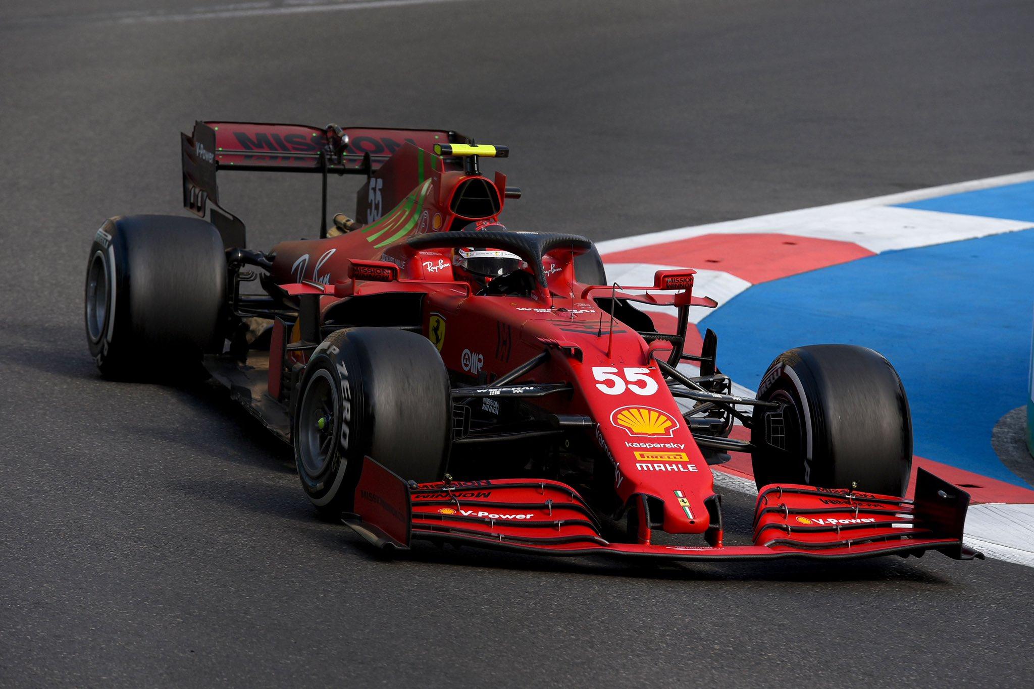 Domingo en Azerbaiyán - Ferrari sobrevive y suma valiosos puntos