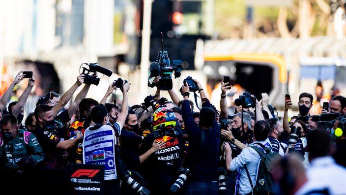 """Verstappen valora de forma """"positiva"""" la victoria de Checo en Bakú"""
