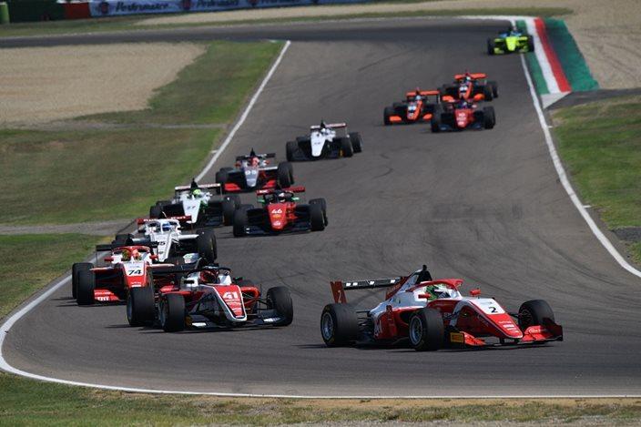 Vettel piensa que las categorías inferiores son más caras que hace unos años