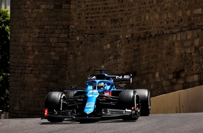 Viernes en Azerbaiyán - Alpine se cuela dentro del top 10 con Alonso y Ocon