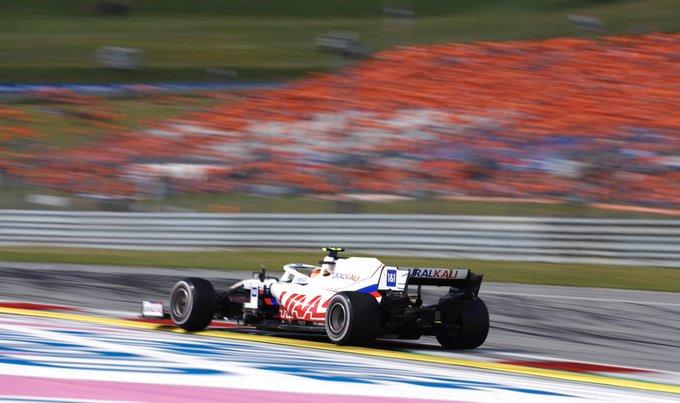 Domingo en Austria Haas no consigue salir del pozo