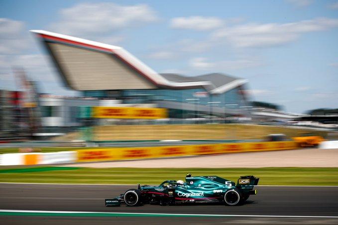 Viernes en Gran Bretaña Aston Martin sólo logra colocar a Vettel en Q3