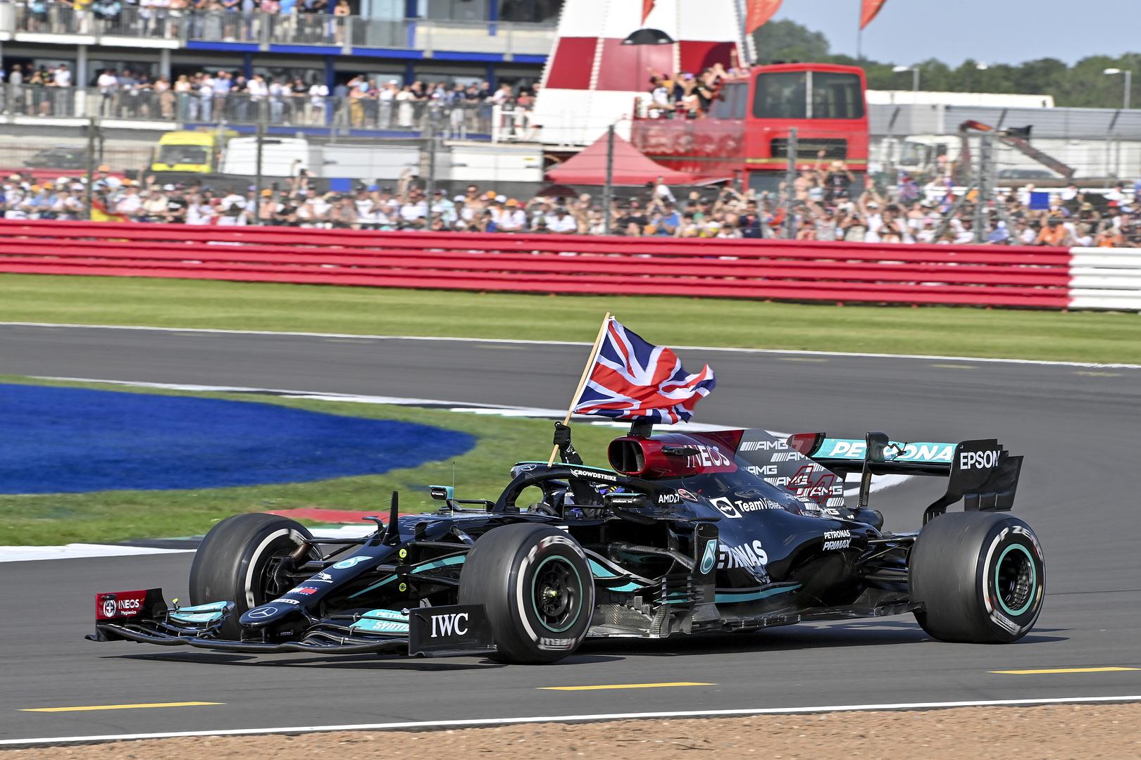 Domingo en Gran Bretaña - Mercedes se lleva una polémica victoria con Hamilton