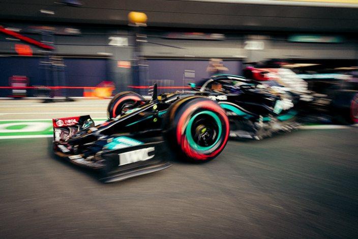 Lewis Hamilton se lleva la clasificación para la carrera sprint en Silverstone