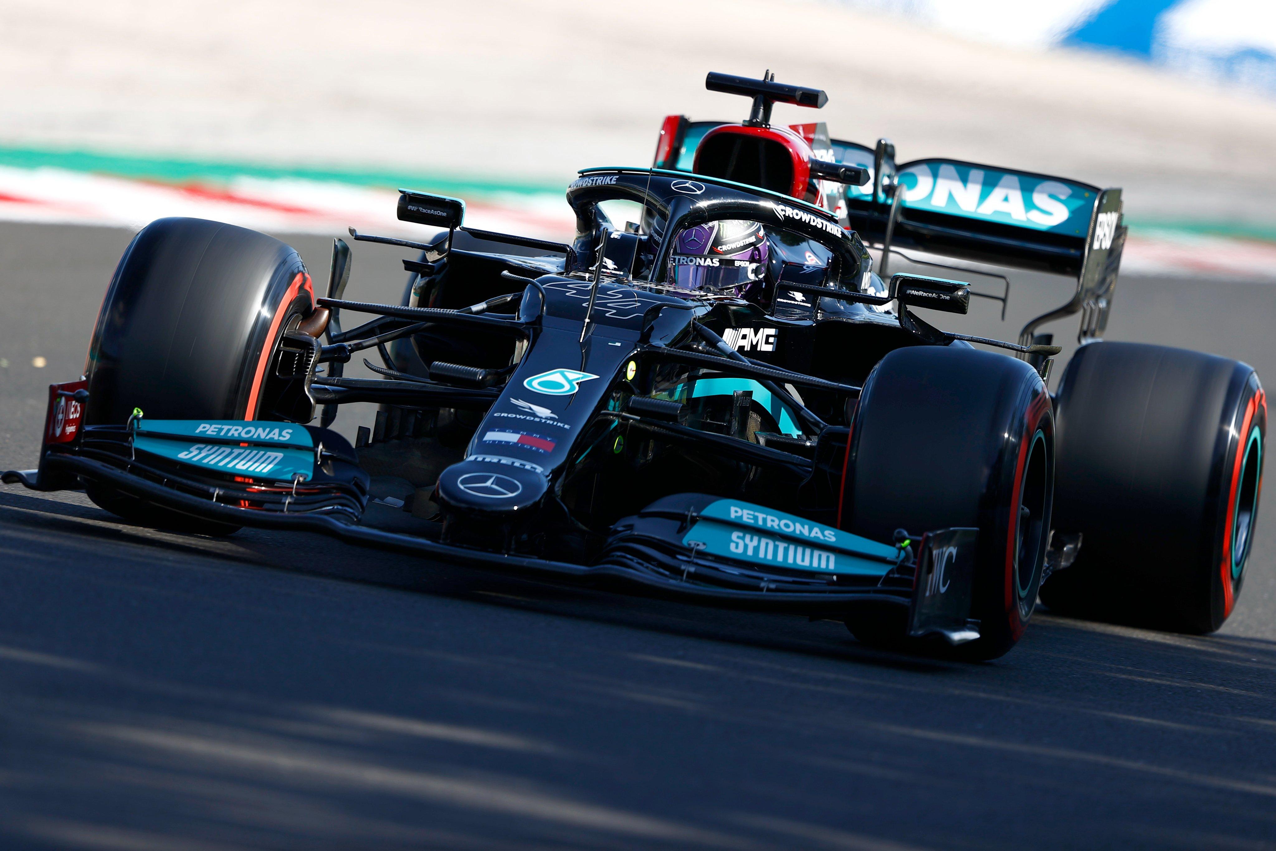 Domingo en Hungría – Mercedes: Hamilton acaba tercero; Bottas abandona y penalizará en Bélgica