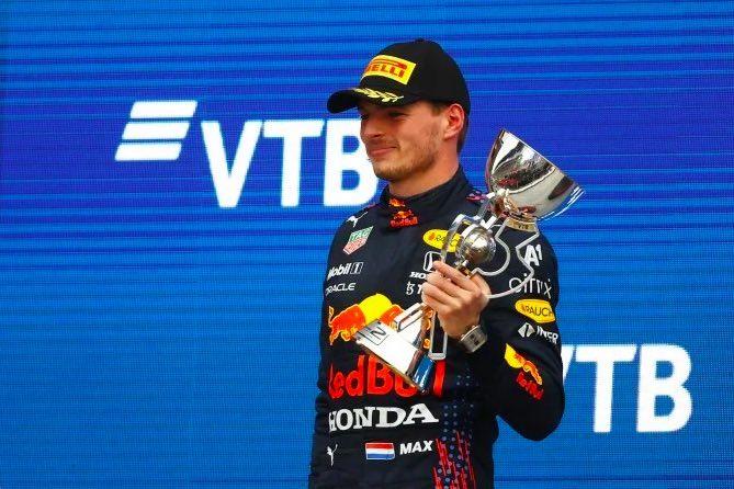 Domingo en Rusia – Red Bull y Verstappen remontan 18 posiciones y suben al podio