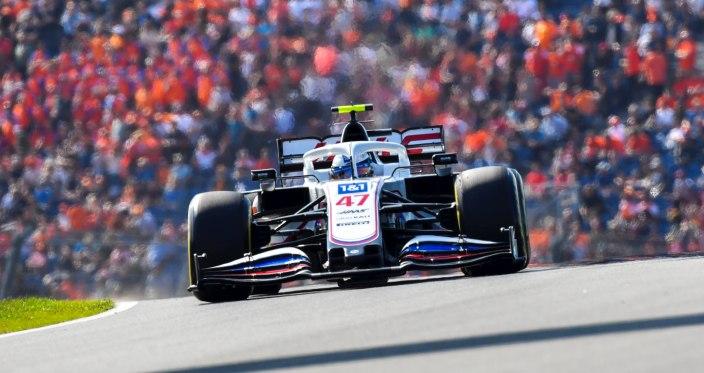 Domingo en Holanda - Haas cierra la puerta de Zandvoort tres vueltas detrás del líder