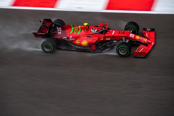 Sábado en Rusia – Ferrari: Sainz se luce y consigue colarse en primera línea
