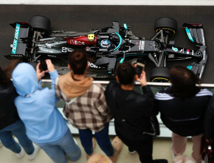 Mercedes achaca la falta de ritmo de Bottas al frío