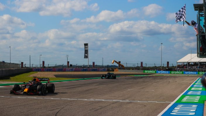 Domingo en EEUU – Red Bull consigue una estratégica victoria con Verstappen y Pérez es tercero