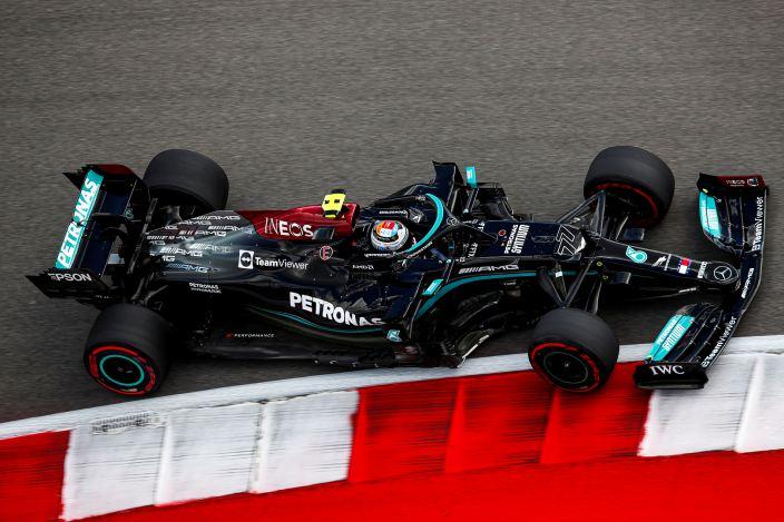 Viernes en Estados Unidos - Mercedes: Bottas lidera en la FP1 y recibe penalización en parrilla