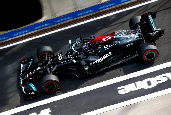 Viernes en Turquía - Hamilton lidera, pero penalizará el domingo